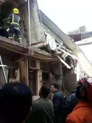 武汉一民房因煤气罐爆炸坍塌已致1人死亡 2人仍被困