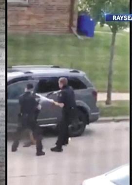 美警察朝黑人男子连开7枪 多地示威